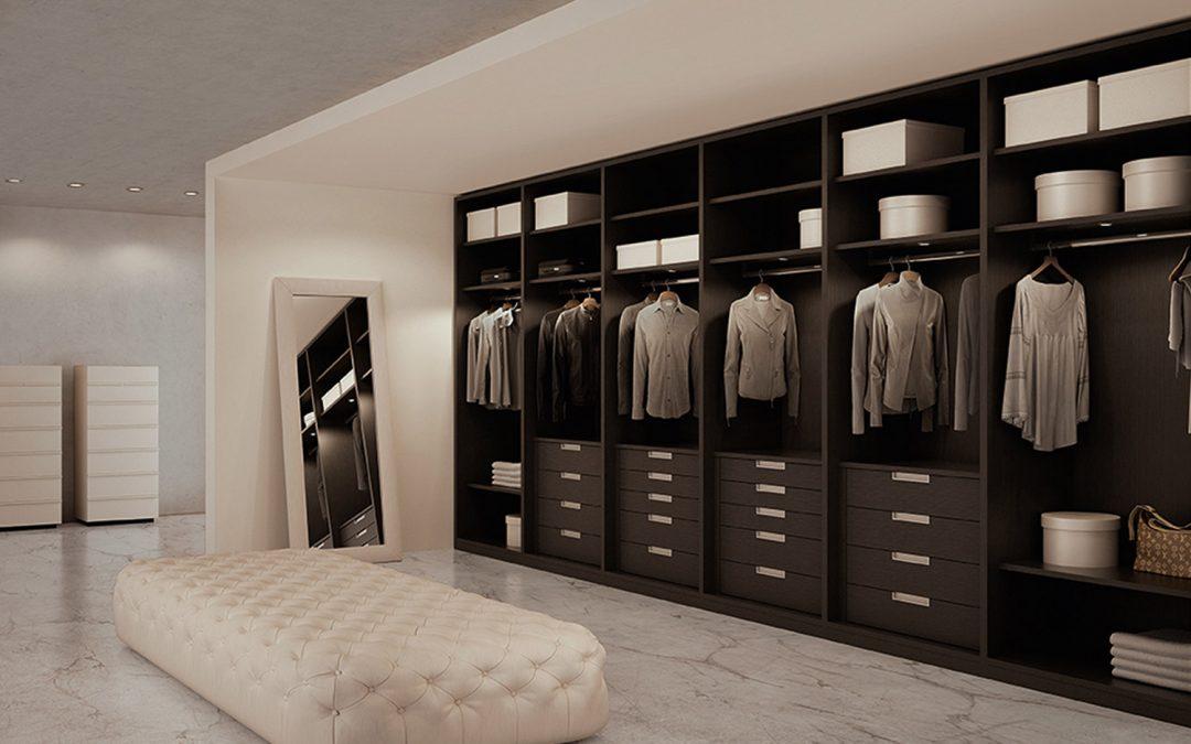 Cambio di stagione. Quando le cabine armadio sono ben organizzate è più facile.